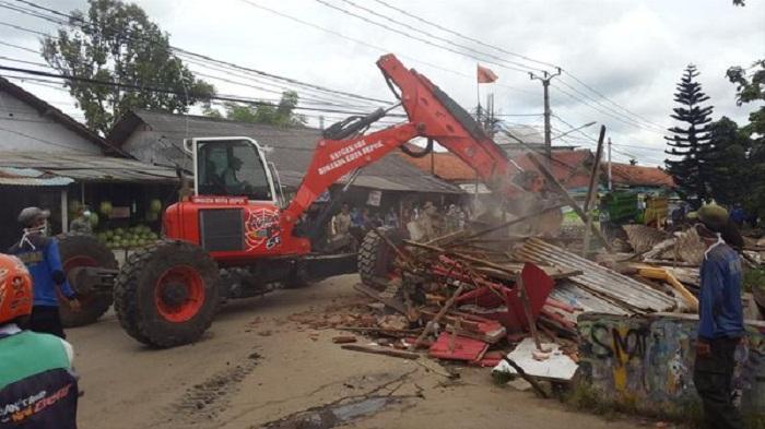Akhirnya, 50 Bangunan Liar di Jalan Keadilan Depok Dibongkar