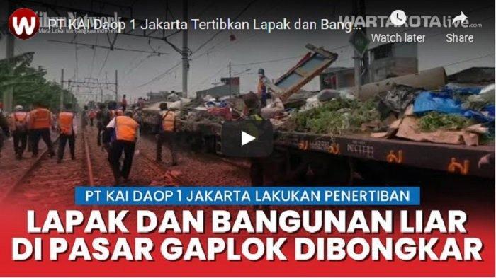 VIDEO PT KAI Daop 1 Jakarta Tertibkan Lapak Pedagang Disepanjang Jalur KA Pasar Gaplok