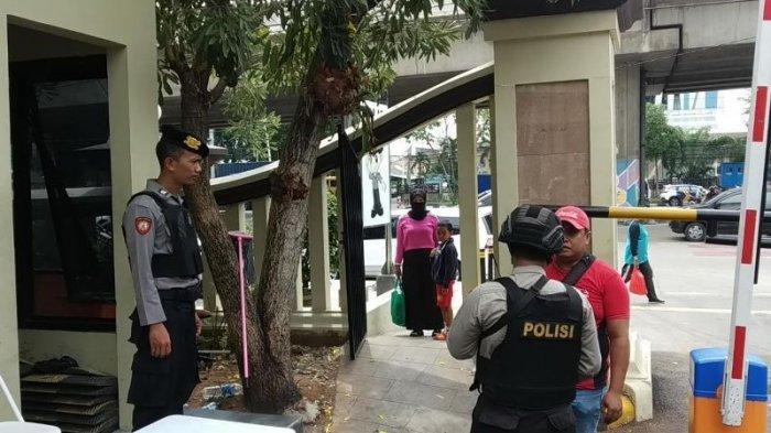 Pengamanan di Mapolres Metro Jakut Diperketat Usai Bom Bunuh Diri di Medan