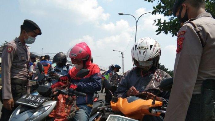 Bawa Surat Lengkap Pemudik Motor Ini Lolos Razia Pengetatan Pra Mudik di Pos Chek Point Tanjungpura