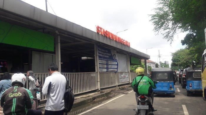 3 Hari Penggantian Wesel di Stasiun Jakarta Kota Berimbas Kepadatan KRL di Stasiun Manggarai
