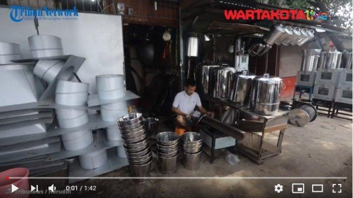 VIDEO Pengrajin dan Penjual Perabotan Rumah Tangga di Cawang yang Tetap Bertahan di Tengah Pandemi