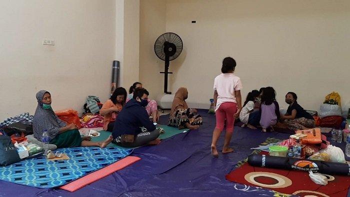Rumah Hangus Terbakar, Warga Mengungsi di GOR Pademangan Jakarta Utara