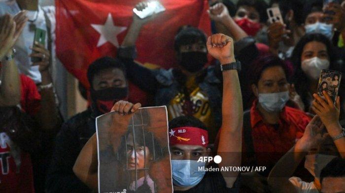 MILITER Blokir Facebook seusai Ratusan Ribu Orang Lawan Penguasa Kudeta Myanmar Bela San Suu Kyi