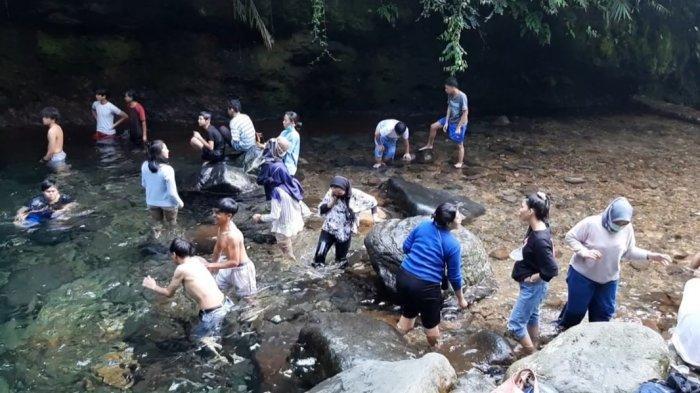 Pada libur Imlek kali ini, objek wisata Curug Pangeran, Pamijahan, Kabupaten Bogor, menjadi salah satu incaran para wisatawan untuk mengisi waktu luangnya.