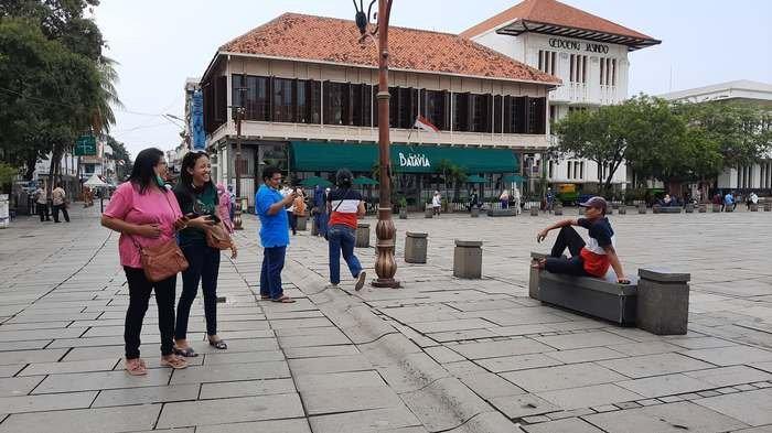 Kota Tua Masih Sepi, Pengunjung Kerap Buka Masker saat Swafoto