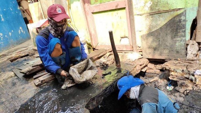 Normalisasi Tak Berjalan Mulus, Banyak Rumah Berdiri di Atas Saluran Air Petugas Jadi Kesulitan