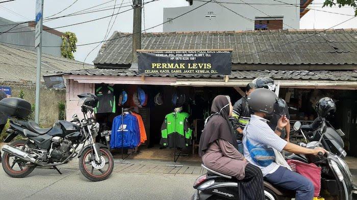 Penjualan Jaket Ojol di Cilincing Tak Terpengaruh dengan Berita Bom Bunu Diri di Medan