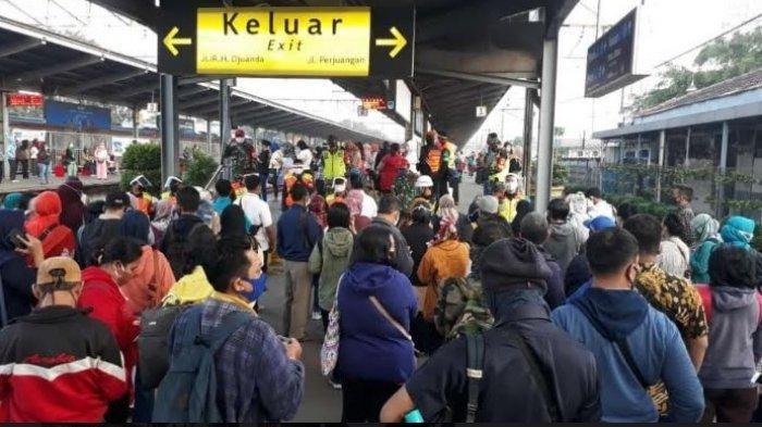PT KAI Mencatat Jumlah Pengguna KRL Commuter Line Alami Penurunan Akibat Larangan Mudik