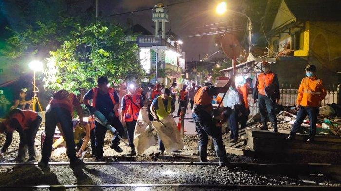 PT KAI Daop 1 Tutup Perlintasan Liar Antara Stasiun Kramat - Pondokjati