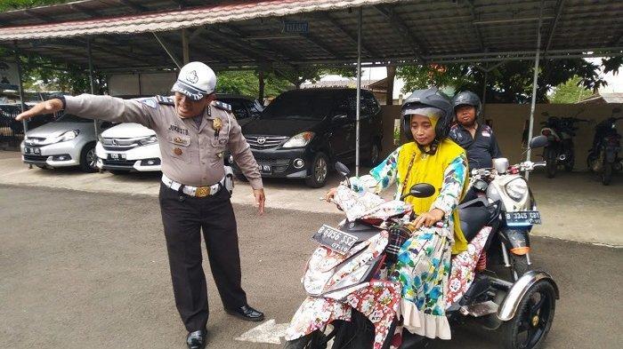 PENYANDANG Disabilitas Bikin SIM D di Satlantas Polresta Tangerang, Begini Tes Teori dan Praktiknya