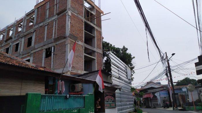 Diprotes Warga dan Langgar IMB, Bangunan Bakal Hotel di Cilandak Disegel Petugas