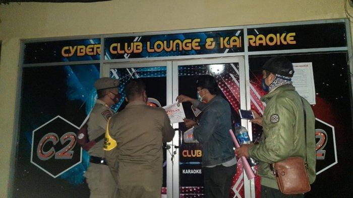 Langgar Jam Operasional, Cyber Club Lounge and Karaoke Disegel Satpol PP Kota Bekasi