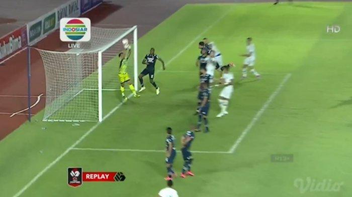 Sedang Berlangsung Babak Kedua PS Sleman vs Persib, Fabiano Beltrame Kartu Merah, Persib Diuntungkan