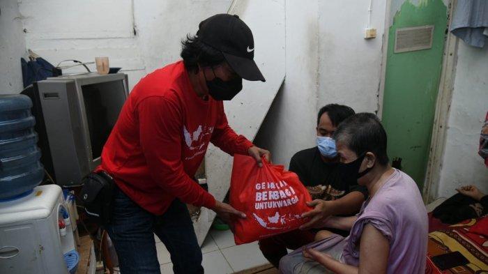 Gerakan Berbagi untuk Warga Salurkan Bantuan ke Warga Johar Baru Terdampak PPKM Level 4