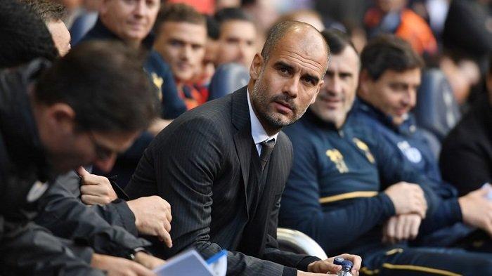 Pep Guardiola Tonton Manchester City dari Tribun Penonton