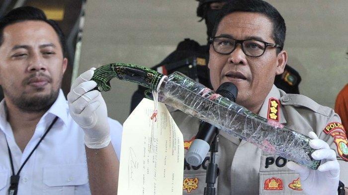 Foto : Perampok Toko Kelontong Ditangkap Polisi, Satu Tewas Ditembak di Kaki