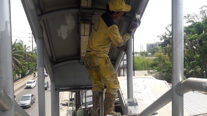 Dikeluhkan Rusak, Bina Marga Perbaiki JPO di Cengkareng yang Rusak - perbaikan-jpo-daan-mogot-juga.jpg