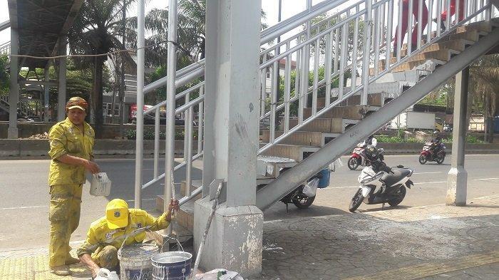 Dikeluhkan Rusak, Bina Marga Perbaiki JPO di Cengkareng yang Rusak - perbaikan-jpo-daan-mogot.jpg