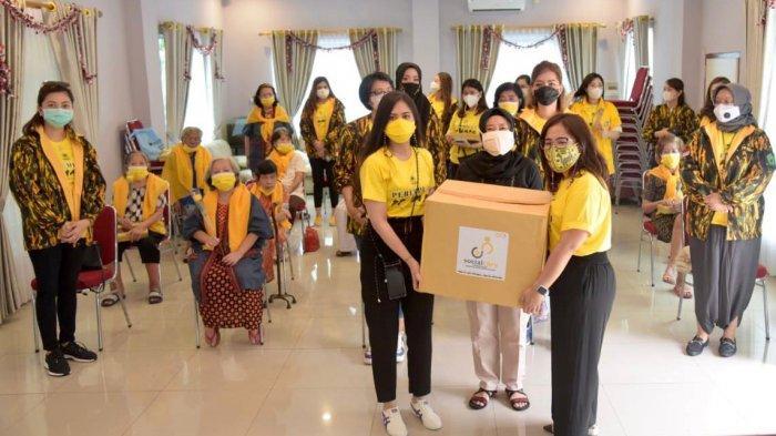 Sambut Hari Ibu, Perempuan PP AMPG Kunjungi Panti Jompo Kampanyekan Gerakan 3M