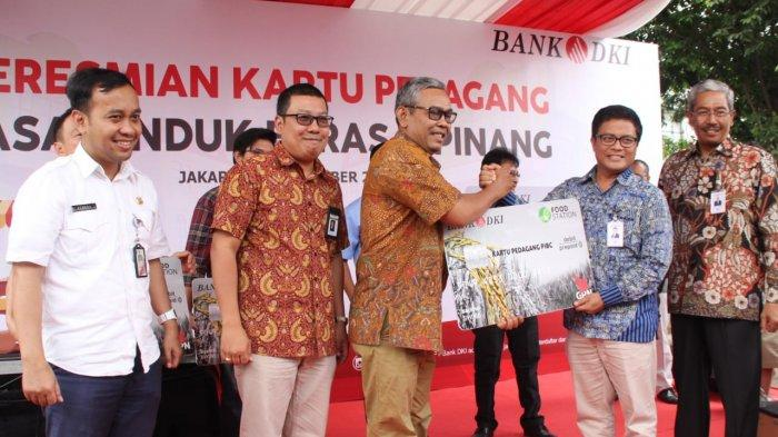 Pedagang Beras Cipinang Dapat Kartu Multifungsi Bank DKI