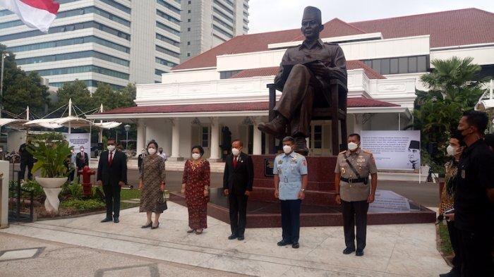 Cerita Megawati Soal Soekarno Panik Disuruh Menunggang Kuda Saat HUT Angkatan Perang Indonesia