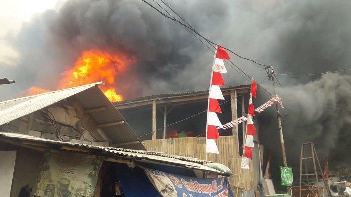 VIDEO: 150 Rumah Semi Permanen di Semanan Hangus Terbakar