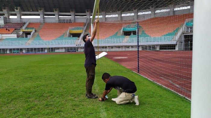 Tinjau Stadion Pakansari Bogor Jelang Bergulirnya Liga 1 2021, PT LIB Minta Rumputnya Ditingkatkan