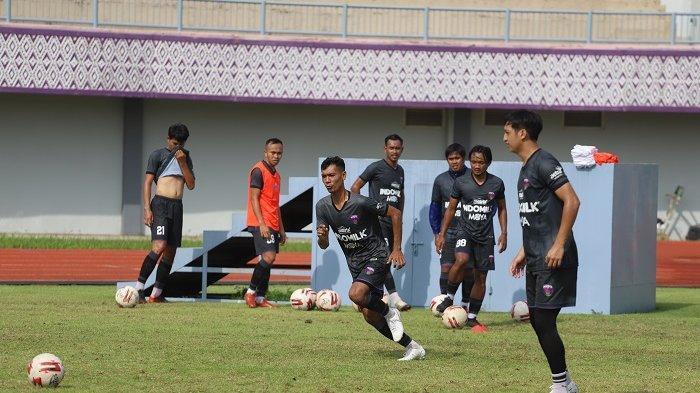 Widodo Cahyono Putro Antusias saat Gelar Latihan Perdana Skuad Persita Tagerang Jelang Piala Menpora