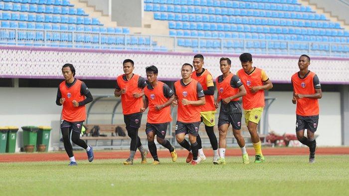 Tim besutan pelatih Widodo Cahyono Putro ini masih berlatih ringan saja karena baru berlatih bersama lagi