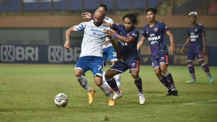 Robert Alberts Pelatih Persib Bandung Tidak Khawatir Strikernya Belum Cetak Gol