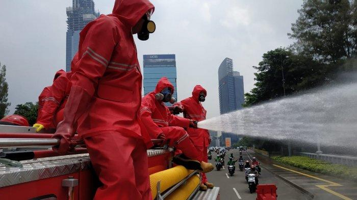 Dinas Gulkarmat DKI Setiap Hari Semprot Disinfektan di Ruas Thamrin-Sudirman dan Lima Wilayah Kota