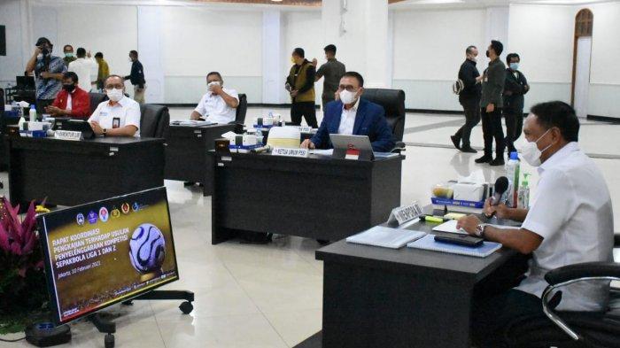 Ketum PSSI Mochamad Iriawan saat mengadakan pertemuan dengan Menpora dan Polri