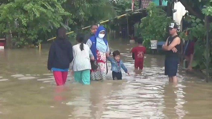 Terdampak Banjir, Pasien Covid-19 Isolasi Mandiri di Rumah Dievakuasi ke Hotel Ibis Cikarang