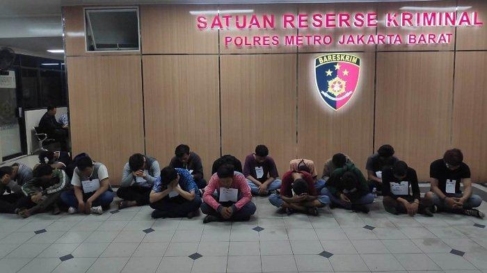 POLISI Ciduk 17 Perusuh yang Bakar Pos Polisi di Slipi, Polanya Mirip Kerusuhan 21-22 Mei 2019