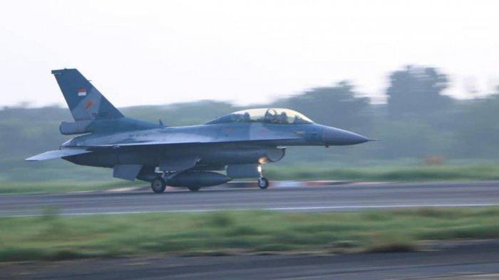 Pesawat tempur F-16 Skadron Udara 3 lepas landas dari Lanud Iswahjudi, Magetan, Jawa Timur