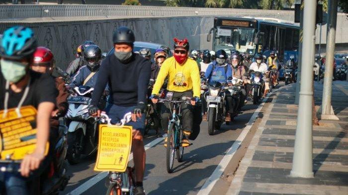 JLNT Jadi Lintasan Sepeda Road Bike, Komunitas Bike to Work Galang Aksi Kenakan Kostum Hitam