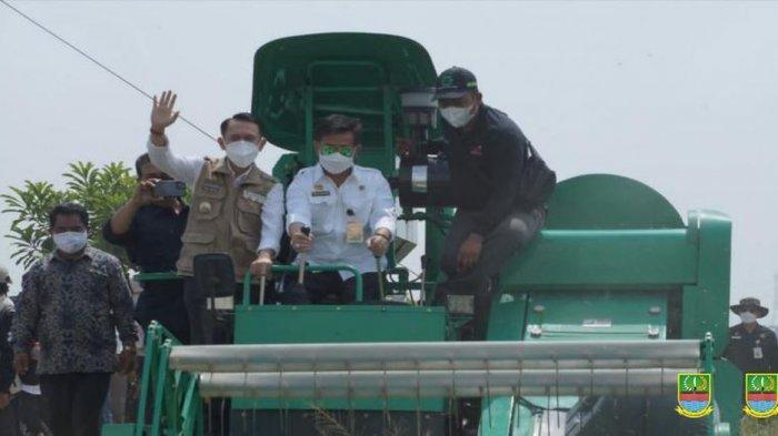Petani Kabupaten Bekasi Berlimpah Panen Padi, Stok Beras Dipastikan Aman Hingga Akhir 2021
