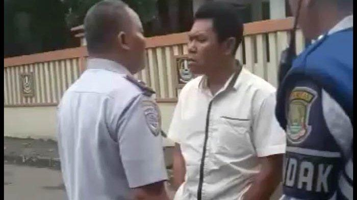 Viral! Petugas Dishub Bekasi Nyaris Adu Jotos dengan Pemilik Mobil yang Parkir Sembarangan