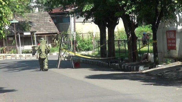 Benda Diduga Bom di Depan Rumah Ketua KAMI di Duren Sawit Beratnya 2 Kilogram