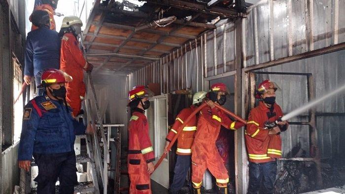 Mess Pekerja di Kawasan Summarecon Bekasi Terbakar, 5 Unit Damkar Dikerahkan