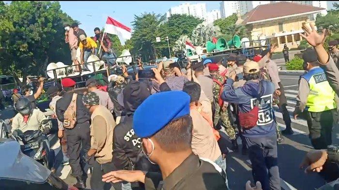 Unjuk Rasa Warnai Acara Tabur Bunga yang Dihadiri Gatot Nurmantyo, Peziarah di TMP Kalibata Heran