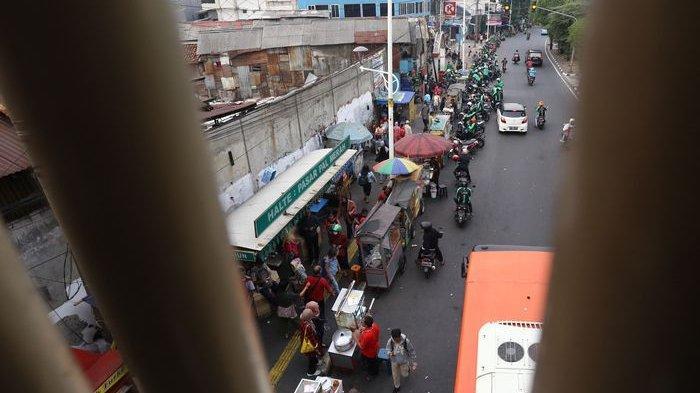 Pemprov DKI Pastikan PKL di Trotoar Takkan Ganggu Pejalan Kaki, Mungkinkah?