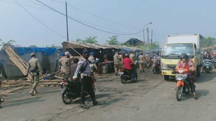 Lapak PKL di Sepanjang Terminal Dibersihkan, Para Pedagang Tak Berkutik Saat Aparat Gabungan Muncul