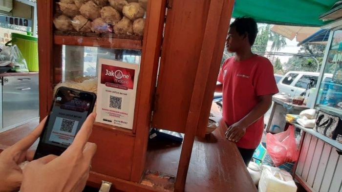 Jajan di PKL Masjid Agung Sunda Kelapa Kini Bisa Pakai Cashless Jakone Mobile