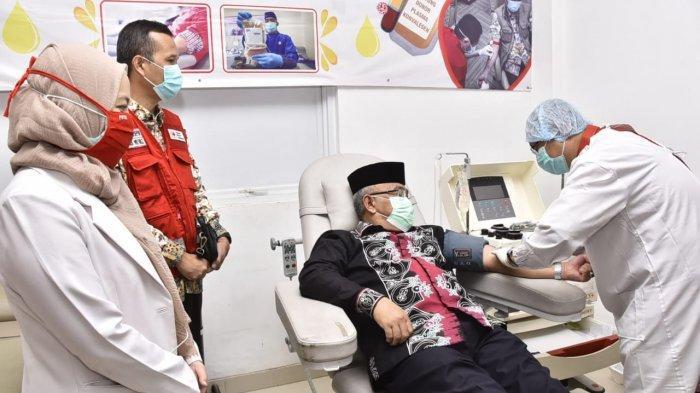 Wali Kota Depok Mohammad Idris akhirnya menjadi pendonor plasma konvalesen yang ditujukan untuk membantu para pasien penderita Covid-19.