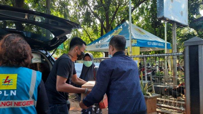 Ringankan Beban Warga Terdampak, PLN UP3 Cikarang Buka Dapur Umum di Lokasi Banjir Cikarang