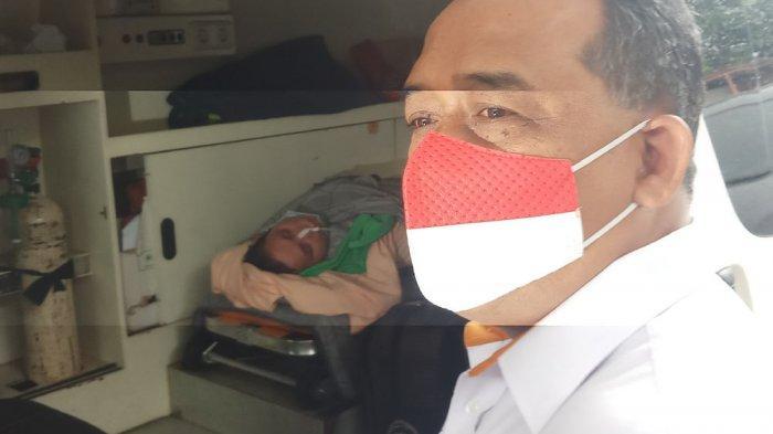 Kepala Badan Perlindungan Pekerja Migran Indonesia (BP2MI), Benny Rhamdani, menjemput Aam Aminah, pekerja migran Indonesia (PMI) dari Taiwan, yang menderita stroke di Kantor Kesehatan Pelabuhan Bandara Soekarno Hatta, Rabu (27/1/2021).