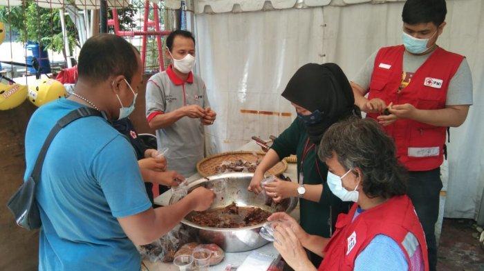 PMI Kota Tangerang Buka Dapur Umum untuk Bantu Korban Banjir,