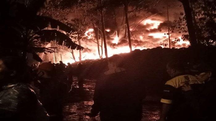 Pohon Tersambar Petir, Kebakaran Hebat Landa Mess Karyawan di Kawasan Gunung Putri Bogor